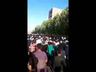 Demonstrators in Mariwan use sentences in the Kurdish national anthem as slogans following