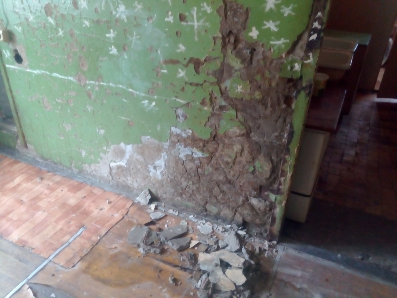 Жители тюменского общежития боятся идти в душ 7