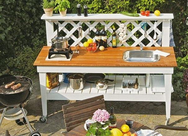 Передвижная мини-кухня Отличный вариант для летнего периода, всё будет аккуратно и на одном месте.