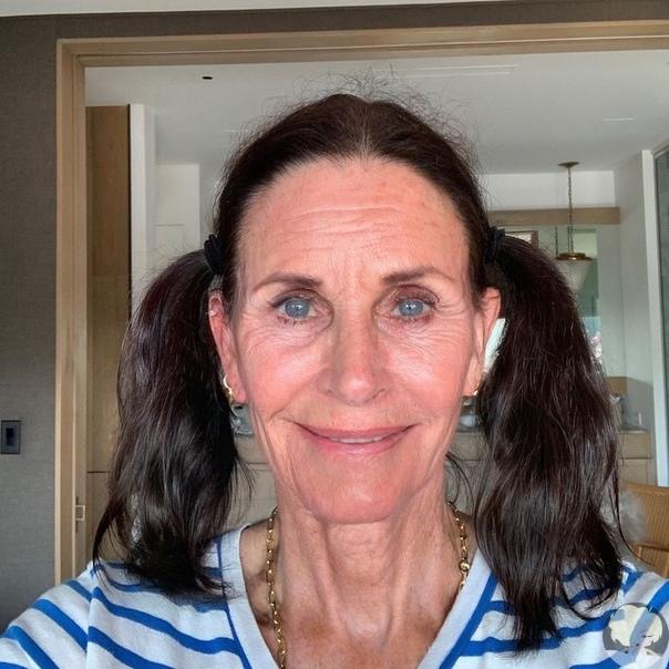 55-летняя звезда «Друзей» Кортни Кокс похвасталась фигурой в бикини