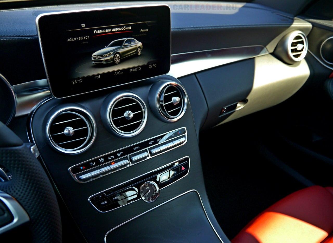 HD-выносные экраны мы видели на Mazda3 2013, теперь и на Mercedes-Benz C 2014.