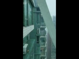 This video is probably the best illustration of the type of winds we have in HK now. Got this in a chat group so some you may ha