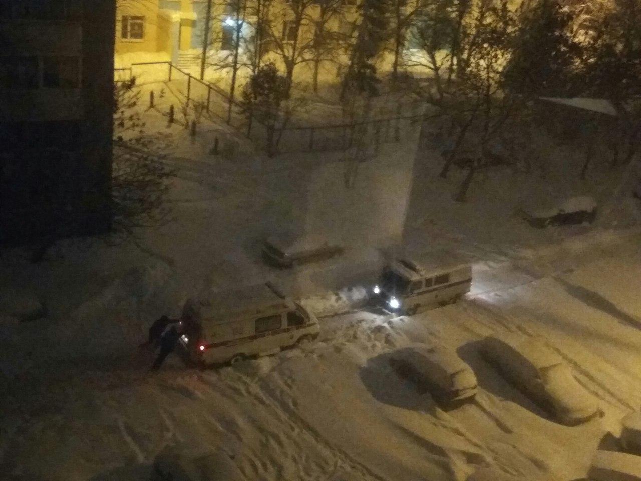 В Уфе «Скорая помощь» застряла в снегу