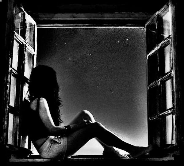 ночь прекрасна ночь - удивительное время суток. не знаю почему, но это так. возможно из-за тишины, когда все звуки дают мыслям остаться наедине, может из-за темной комнаты, освещаемой небольшим