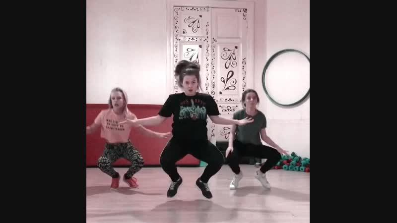 Female routine training dancehall CFA