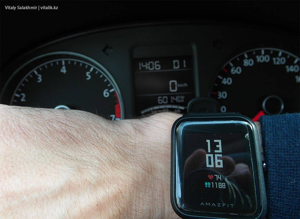 Время на приборной панели машины Энитайм Казахстан