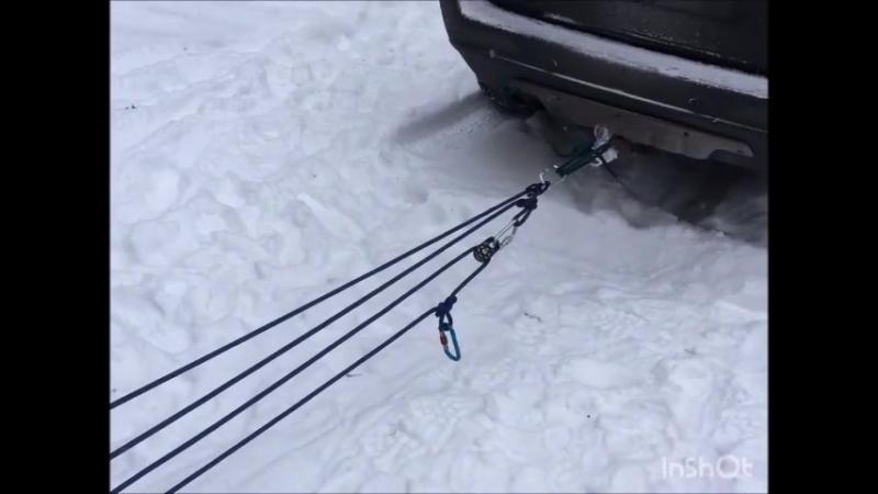 Вытаскиваем застрявший автомобиль с помощью полиспаста