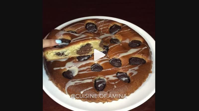 Пирог с шоколадно-творожными шариками (ингредиенты указаны в описании видео)