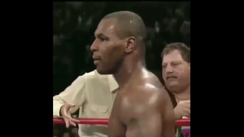 Ты не ты когда голоден 😂Тот самый момент когда Тайсон откусил ухо Холифилду Майк говорит рефери что не виноват