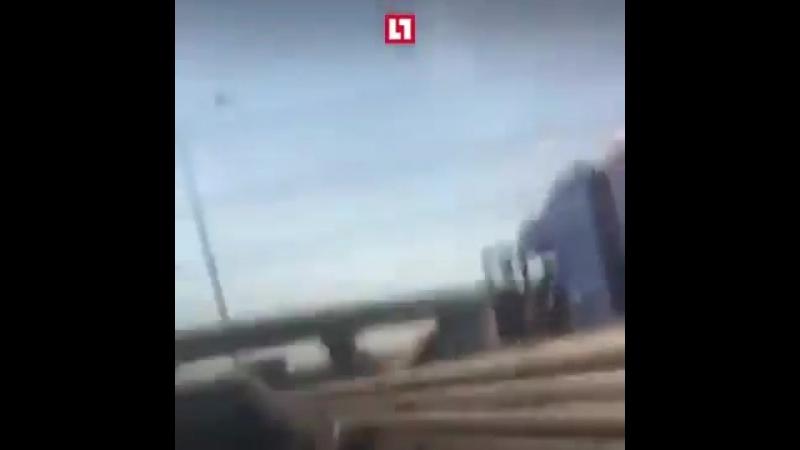 Два дальнобойщика едва не поубивали друг друга