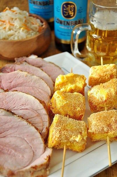 Жаркое из свиного филе в пивном маринаде и сырные шашлычки в беконе к пиву