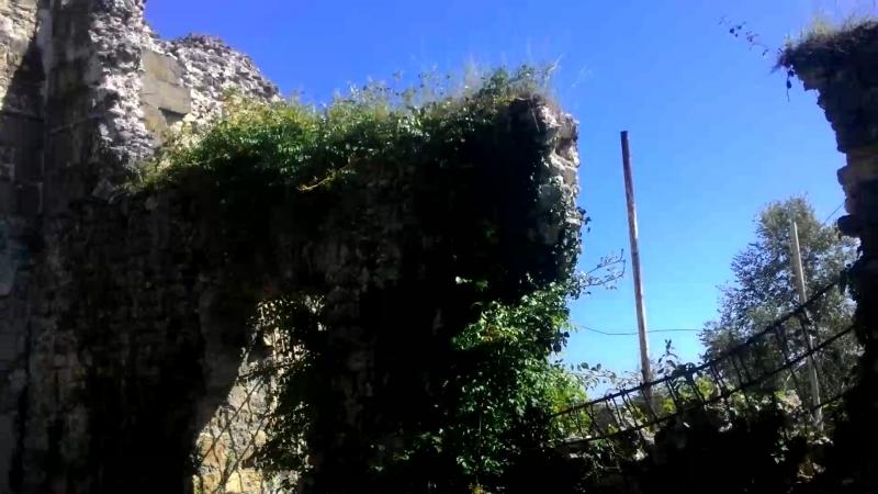 Развалины дворца абхазских князей Шервашидзе−Чачба в Лыхны. (X века)