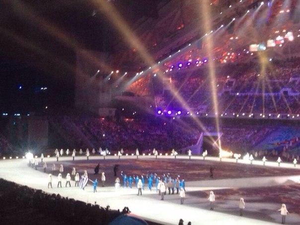 Приветствуем участников. Греция! Там родились Олимпийские игры!