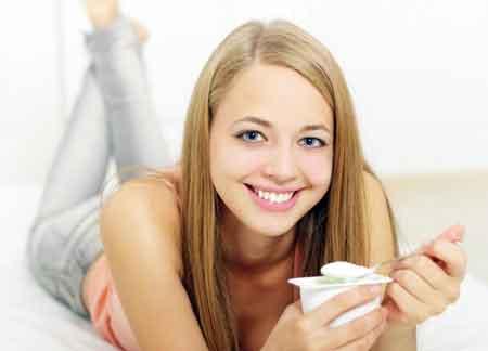 Йогурт может стимулировать рост бактерий, необходимых для правильного пищеварения, и помогает очищать газ.
