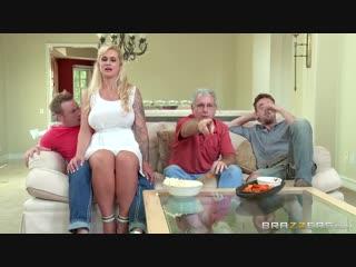 Мамашка соблазняет племянника перед дядей и его другом,во время просмотра футбола - brazzers milf full hd porn порно xxx милфа