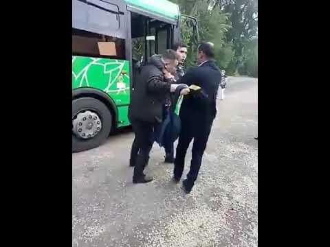 Алматыда автобус жүргізушісі жолаушыға тап беріп, төбелесіп қалды