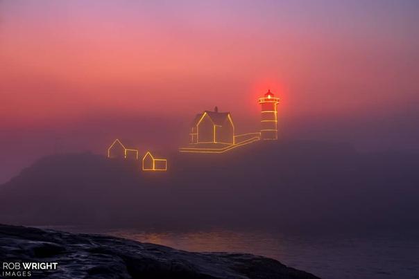 Маяк в туманном рассвете (Йорк Бич, Мэн, США)