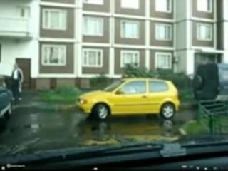 девушка паркуется(г Балаково 8 мкр)