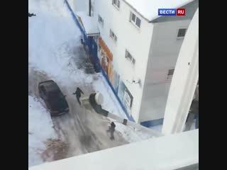 Снег чуть не засыпал женщину в Заволжске