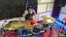 Дениса тащат барабаны на Growling Far