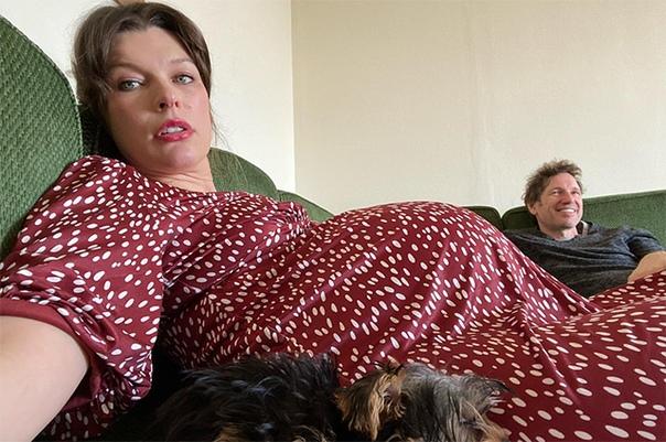"""""""Ноги как у слона"""": Милла Йовович рассказала о своих проблемах на последних неделях беременности"""
