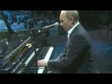 в. путин сыграл на рояле и спел песню на английском языке
