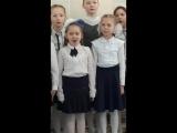 дочка делает вид что поёт чувашскую песню)
