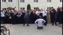 Чеченец без ног танцует лезгинку