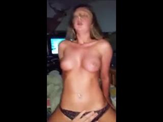 Подростки ночью остались дома одни (девочка,Skype,секс,малолетка,кончил,оргазм,вписка,расческа,молодая,девушка,горячая,перископ,