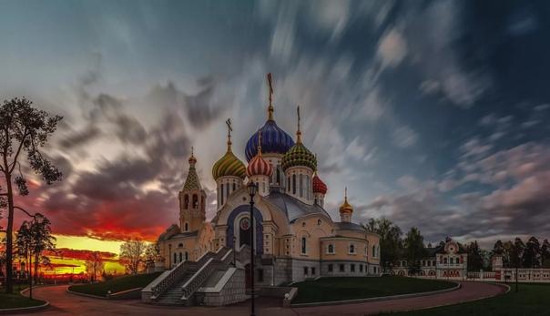 Чем отличается храм от церкви В православном мире понятия храма и церкви очень близки, во многом синонимичны и взаимозаменяемы. Есть в них, впрочем, и тонкие различия, о которых следует знать