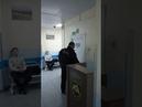 чоп ТБ Кострома позор Охранник курит на территории больницы, бежит от посетителей после того как нахамил. Скрывает фамилию.