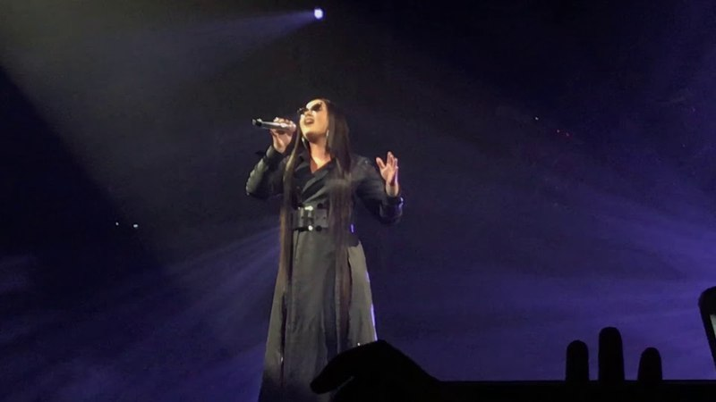 Intro you don't do it for me anymore ~ Demi Lovato (TMYLM tour) Antwerp / Belgium (28-5-2018)