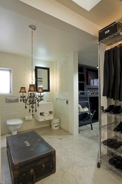 Черное и белое — дизайн интерьера квартиры от Kababie Arquitectos.