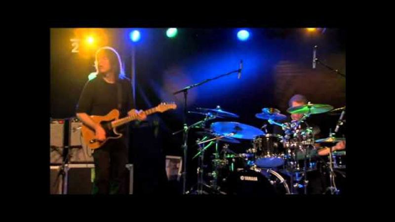 Mike Stern ( 2008 ) : Tom Kennedy - bass solo
