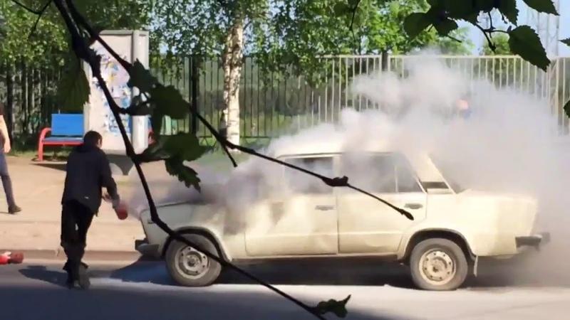 В Сыктывкаре загорелся автомобиль 16 06 18