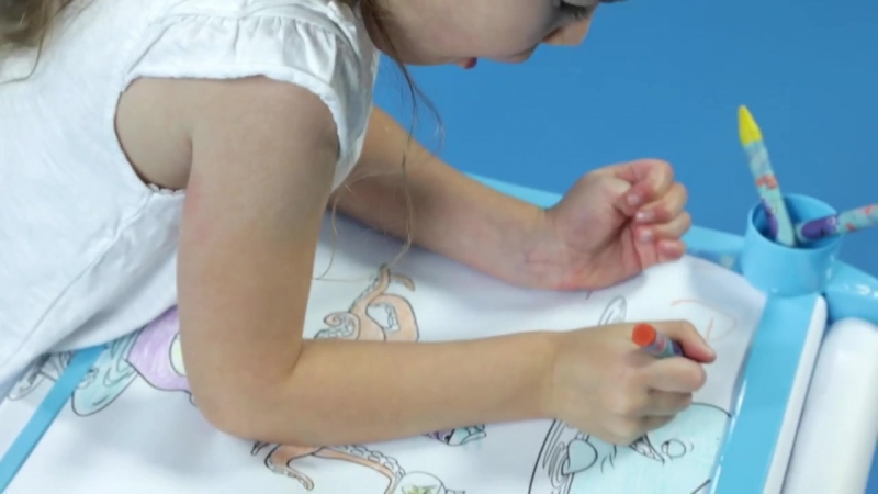 Studio - Finding Dory Colouring Table