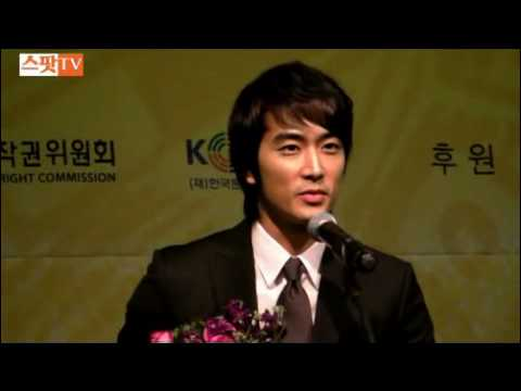 13.1.2010 Song Seung Heon receives Distinguished Korean Wave Entertainer Award