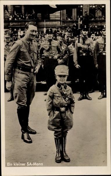 Фашисты любили наряжать детей в военную форму