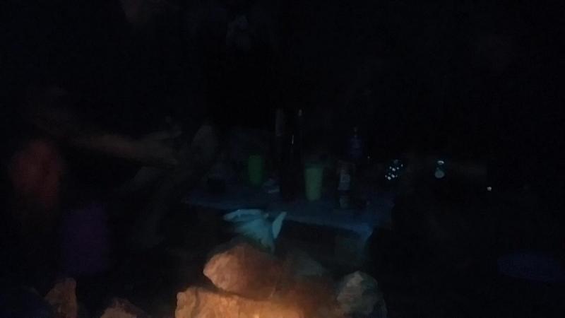 Посиделки на берегу озера Имантау.Изнахратили нестройным хором песню Олега Ковцура, под кодовым названием -Хамелеон