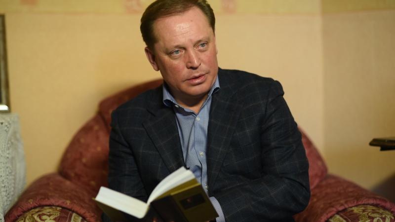 Айдар Метшин зачитал отрывок из Доктора Живаго Пастернака