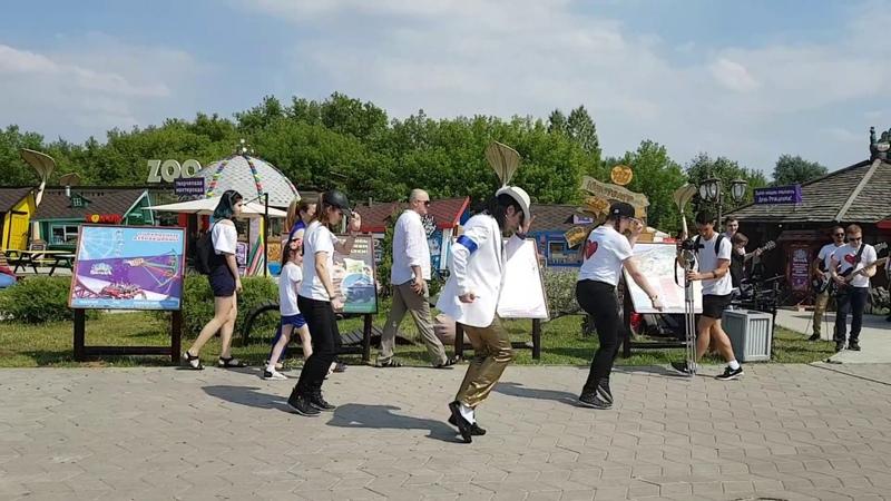 Michael Jackson Impersonator Pavel Talalaev Smooth Criminal( flash mob)