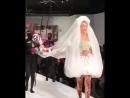 Video di Gigi mentre sfila per Moschino SS19 a Milano 20 09 MFW 2