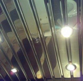 Дешевый зеркальный потолок СПб