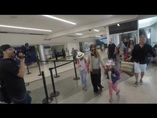HD: Джессика с семьей вернулись в родной Лос-Анджелес (24 июля 2017)