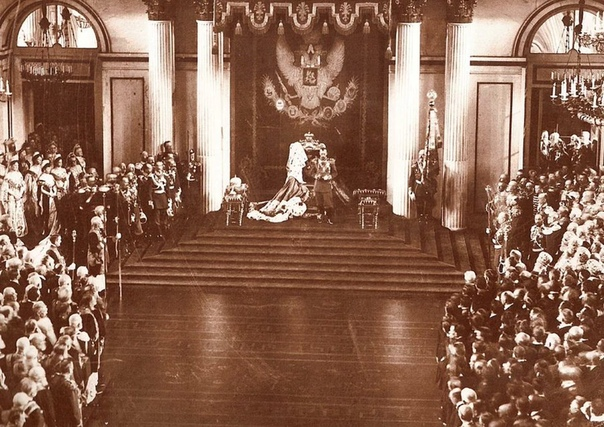 Мифы о царе. 125 лет назад на престол вступил последний император Российской империи Николай II. Миф 1. Николай II перед революцией довел до ручки уровень жизни рабочих и крестьян Во время