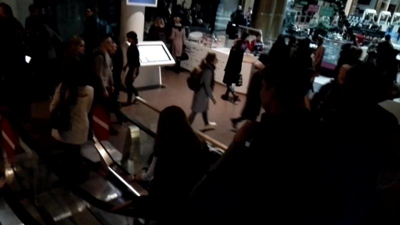 В ТЦ Галерея, Спб, внезапно вырубился свет. 24.04.18. 19:10.