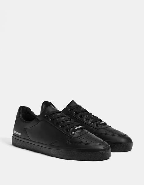 Черные мужские кроссовки с надписью