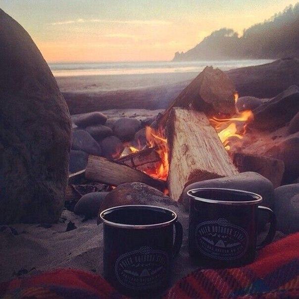 Кружка горячего чая, шум волнения воды, переливания огня, свежий, горн