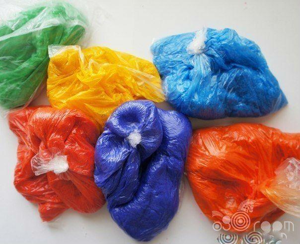 РИСУЕМ СОЛЬЮ - РАССЫПЧАТАЯ АППЛИКАЦИЯ Как сделать цветную сольСпособ 1:Берем мелки (цветные, известковые или пастельные). На листе бумаги, лучше на формате А1 (ватман), рассыпать соль и катать