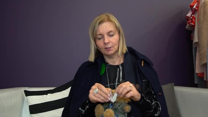 Лось Федор получил подарок от дизайнера Виктории Андреяновой